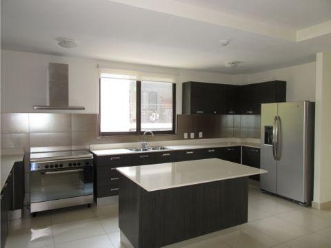 apartamento en river valley con cuarto de empleada