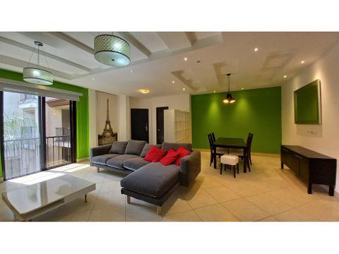 se alquila lindo apartamento semiamoblado en embassy club clayton