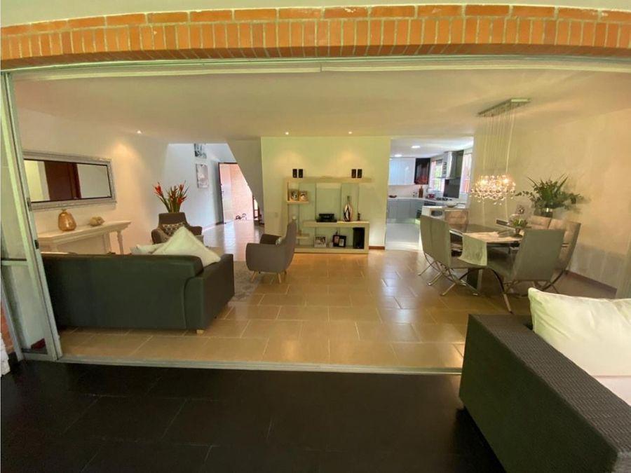 se vende casa moderna envigado sector benedictinos