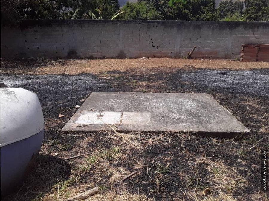 terreno en yagua con estructura y tanque de agua