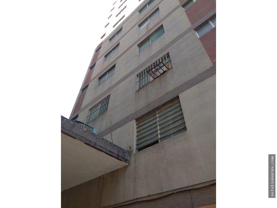 apartamento en av bolivar callejon majai rio 88