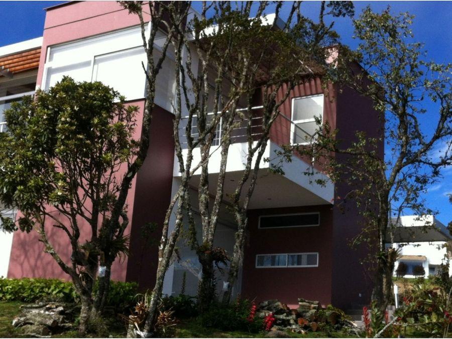 vendo espectacular casa en yerbabuena