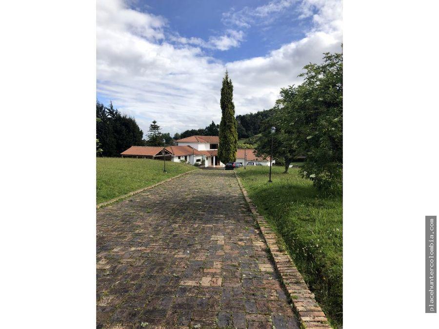 vendo amplia casa con un lote de 10000 mt2
