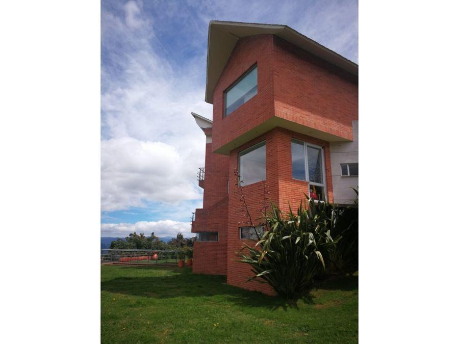 vendo espectacular casa en yerbabuena chia