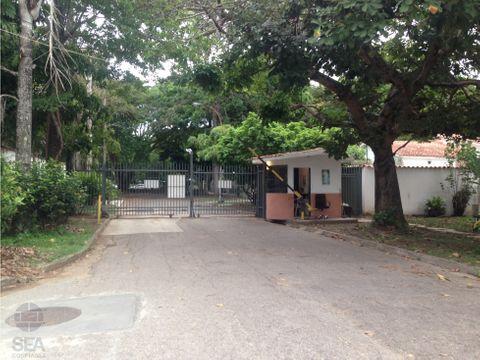 amplia casa quinta de una planta estilo colonial urb guaparo