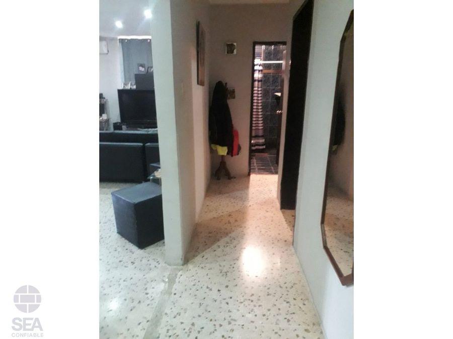 apartamento remodelado planta baja en urb el trigal centro