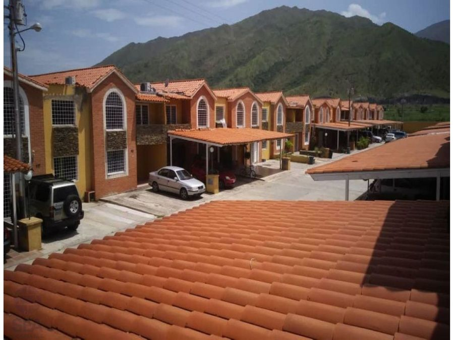 comodo town house ubicado en el conjunto res frailes san diego