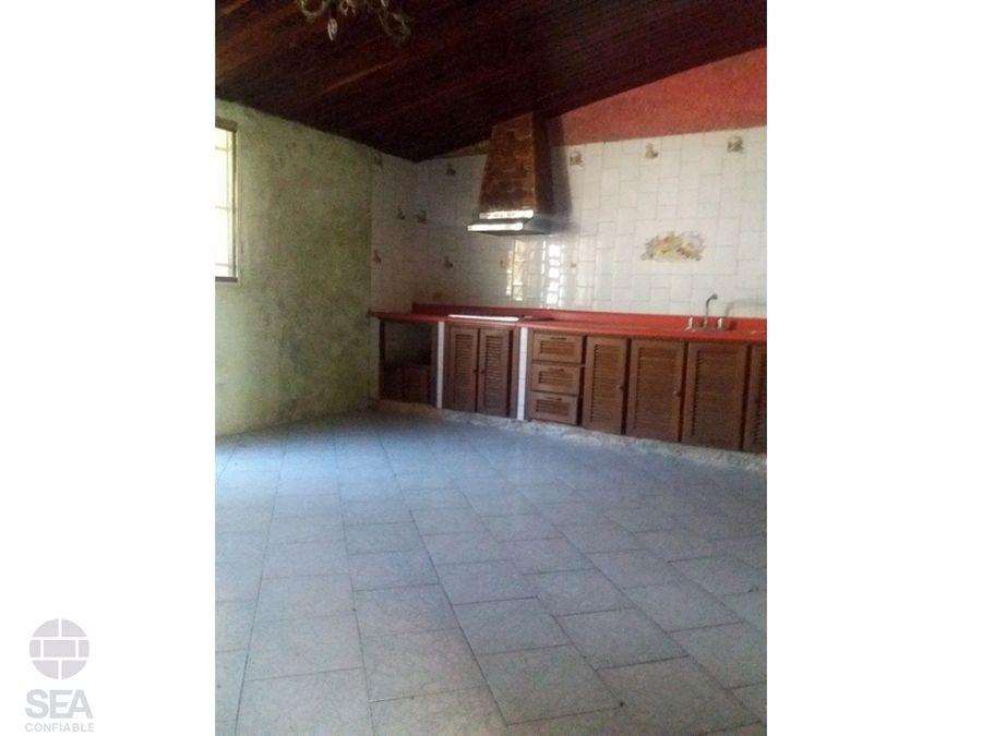 comoda y amplia casa de dos platas en urb carialindala entrada