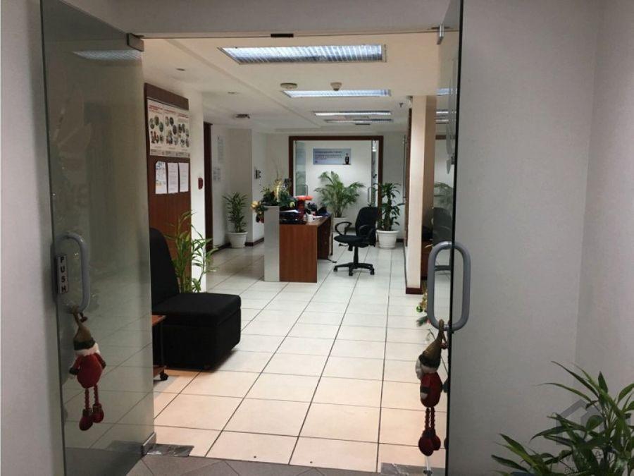 zona 10 rento amplias oficinas amuebladas