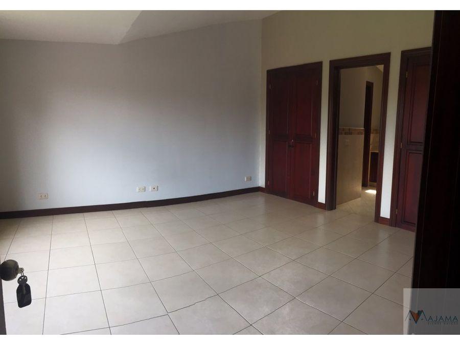 zona 16 vendo casa sector cayala
