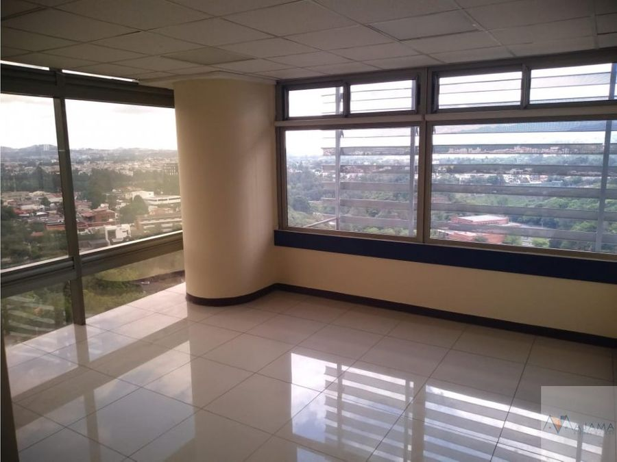 zona 10 rento amplias oficinas