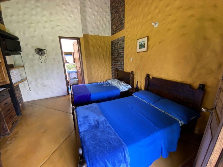 venta finca hotel en la tebaida con tres casas