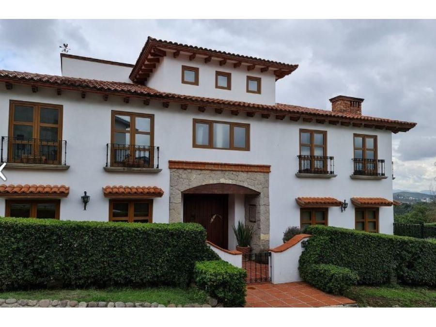 hermosa casa tipo colonial contemporanea