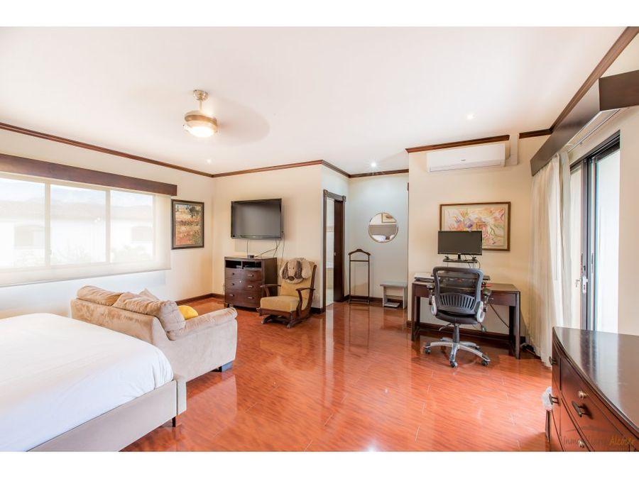 venta de casa en condominio lindora santa ana