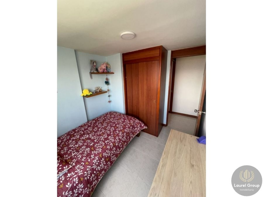 se vende apartamento en loma de los bernal parte baja medellin c