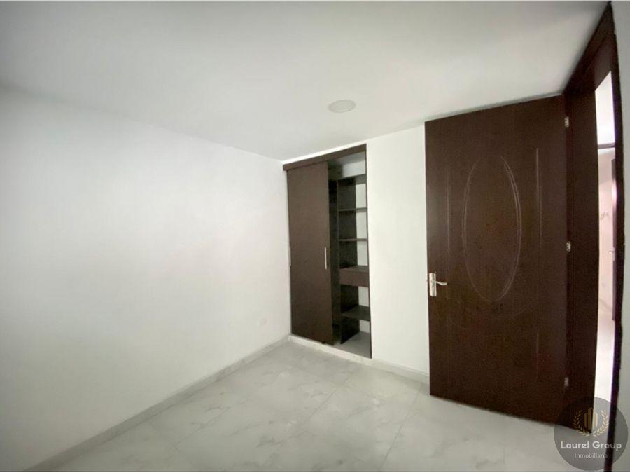 se vende apartamento en la castellana medellin c