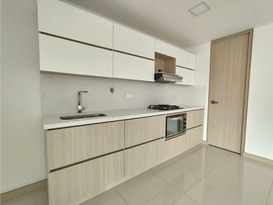 se vende apartamento nuevo en laureles c