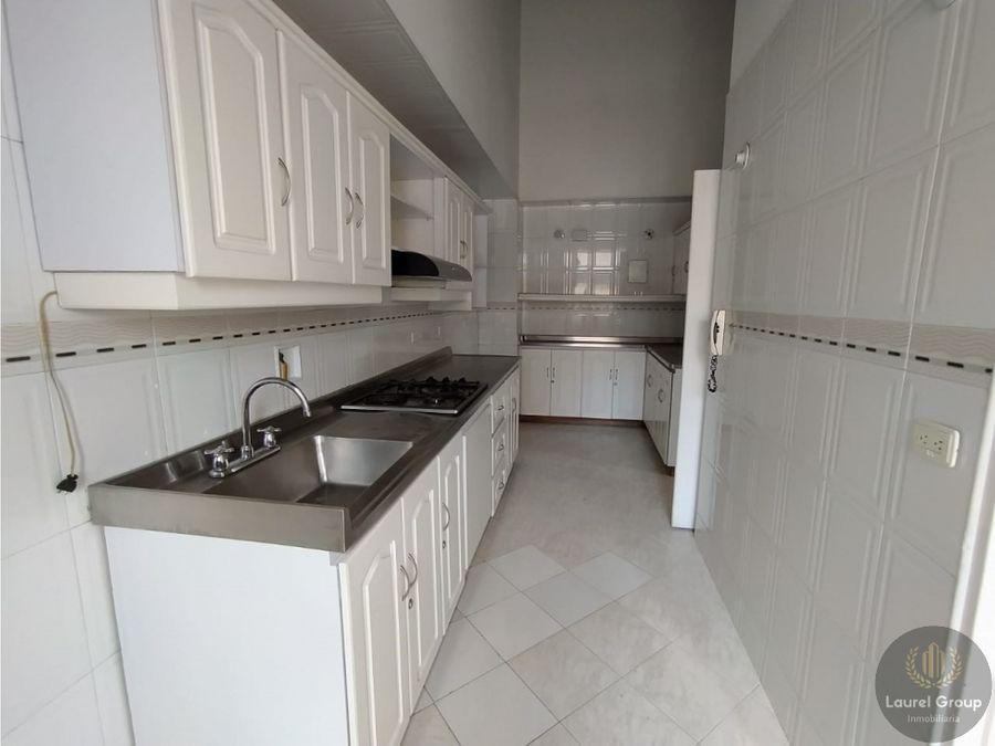 se vende apartamento duplex en laureles