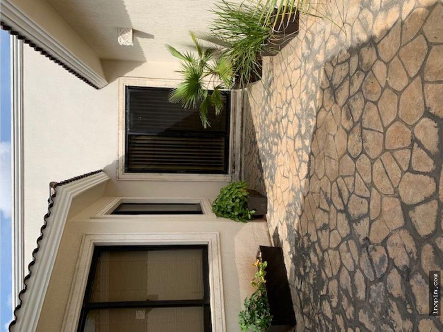 exclusiva residencia en villas del sol