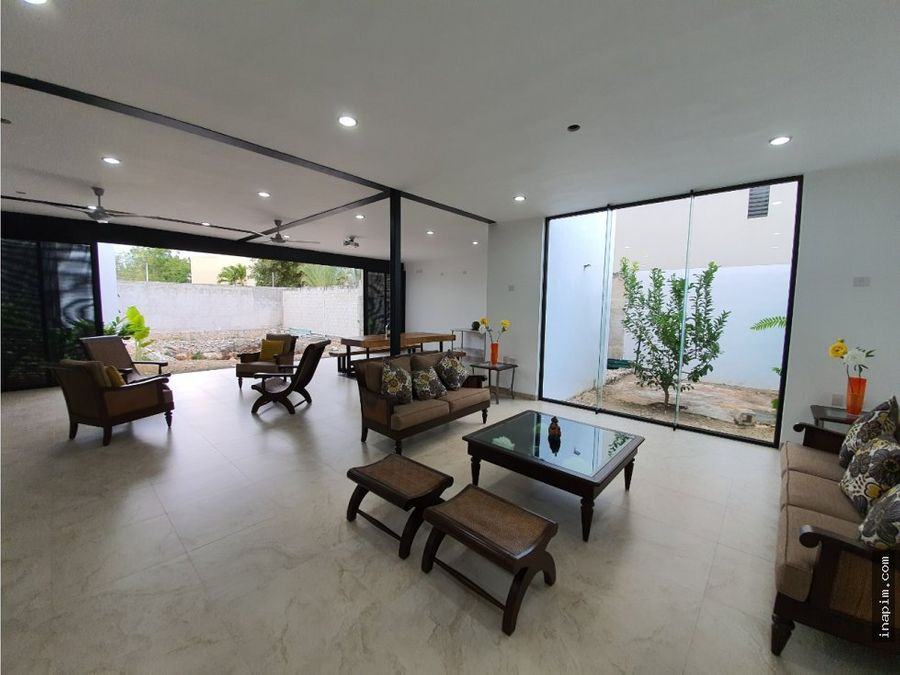 residencia con paneles solares en merida