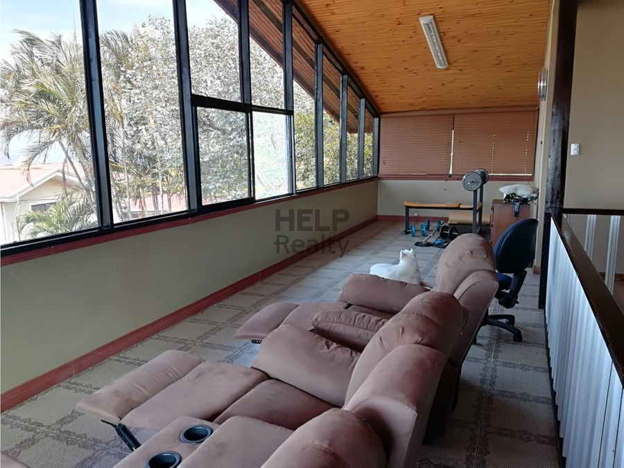 se vende hermosa casa grande en grecia