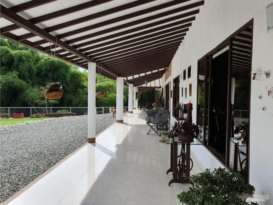 casa campestre de 500 m2 y lote 1890 m2 calarca