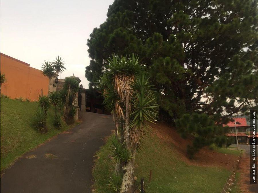 hermosa casa en tres rios