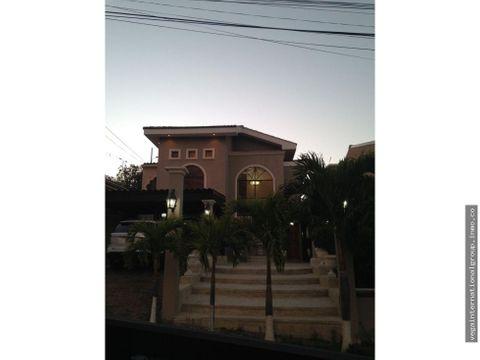 hermosa casa en santa ana