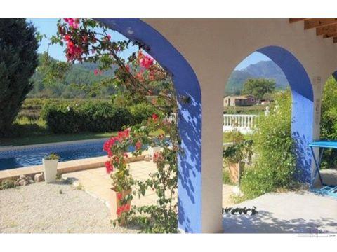 alquiler anual villa de 3 habitaciones en jalon