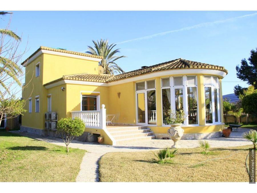 villa de prestigio en denia a 2 km de las playas