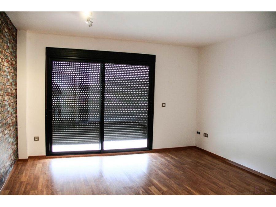 alquiler anual piso de 3 habitaciones en pego