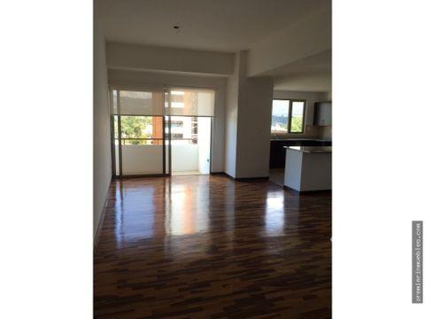 amplio apartamento de 3 dormitorios con balcon