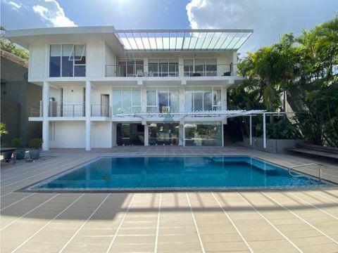 se vende casa 900m2 3hs5bs6p en prado del este