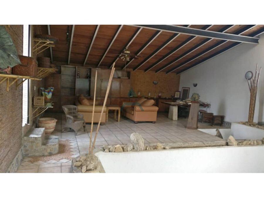 se vende finca 1600 m2 6h6b8p paracotos