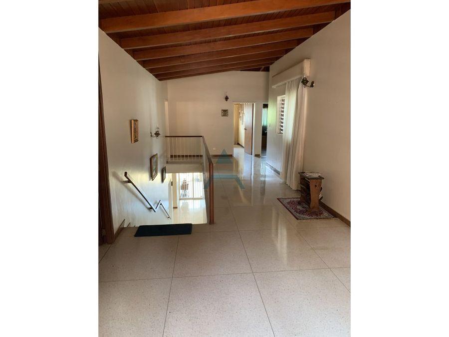 se vende casa 900m2 4hs3bs4p prados del este