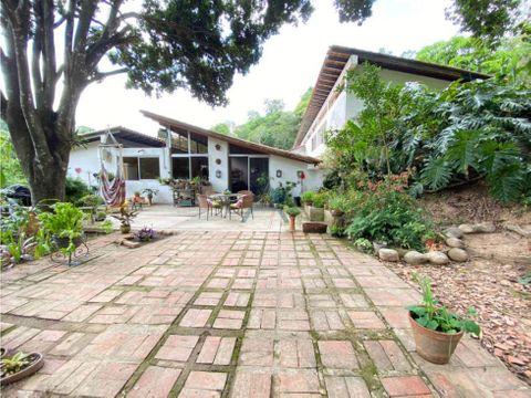 se vende casa 3597m2 4hs4bs8p en los campitos