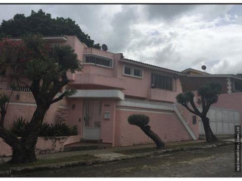 amplia casa valles de camoruco calle cerrada