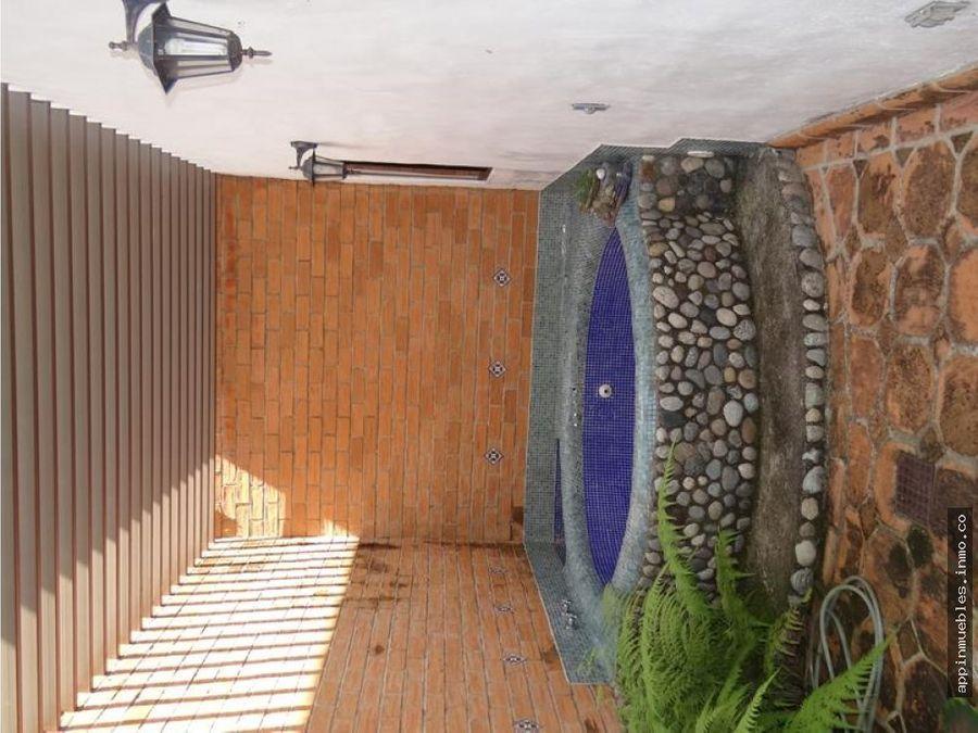 bella casa colonial en altos de guataparo