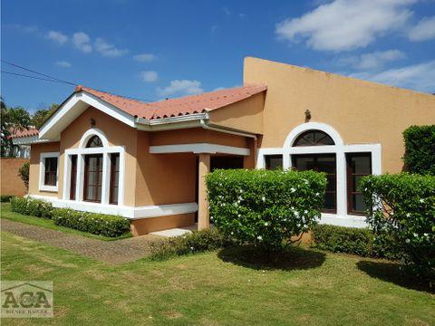 casa con piscina estancia de santo domingo