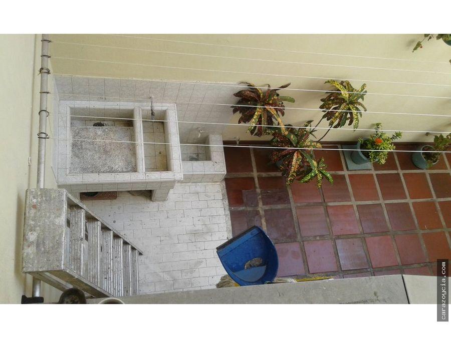 carazo vende casa en manga conjunto cerrado