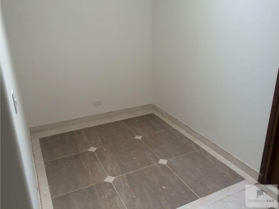 apartamento de 3 alcobas con 3 garajes y util en laureles