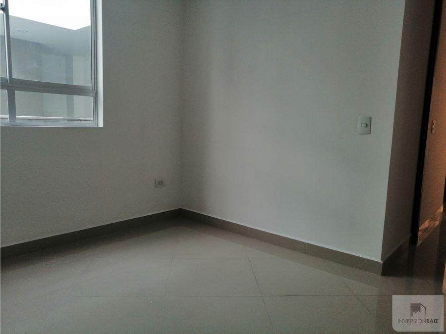 apartamento de 2 alcobas con balcon en laureles