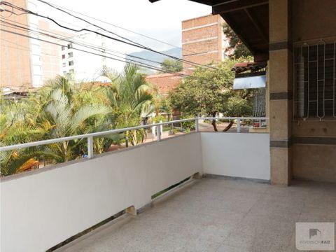 apartamento 2do piso cerca a la estacion de la floresta
