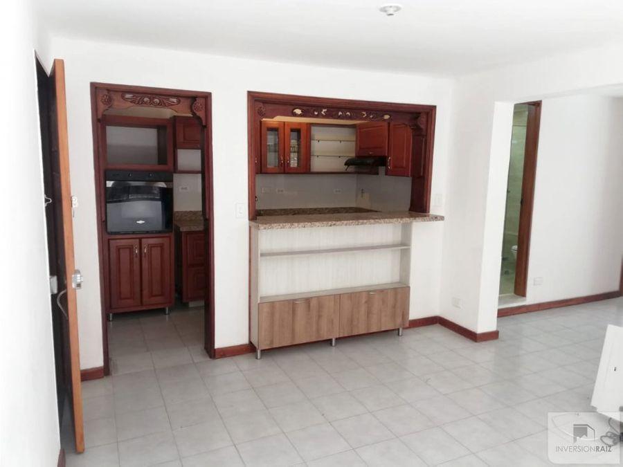 se vende casa segundo piso con garaje en laureles