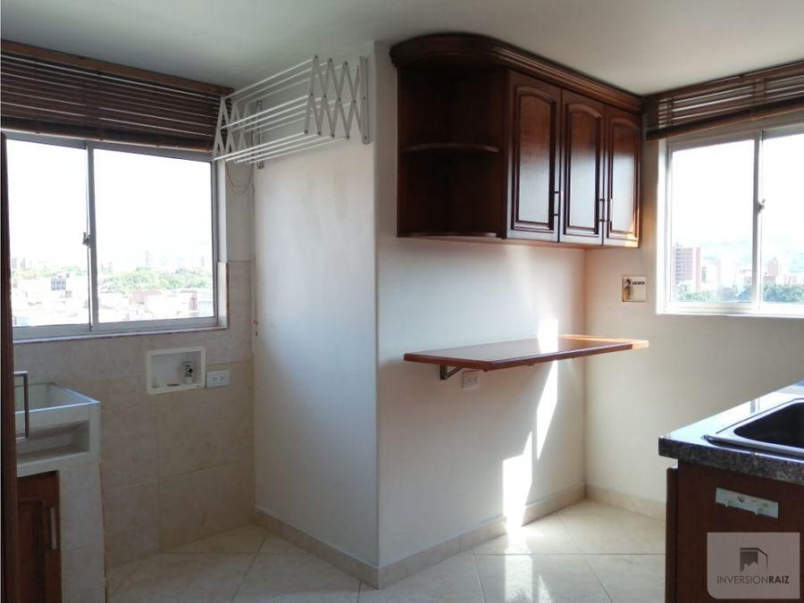 apartamento de 2 alcobas con parqueadero en laureles