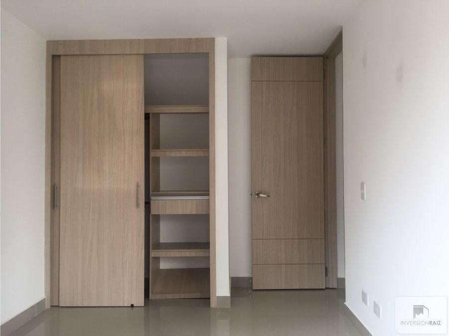 apartamento de 3 alcobas con garaje y util en laureles