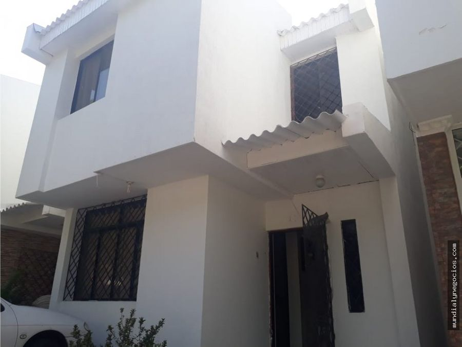 linda casa urbanizacion av del libertador 005