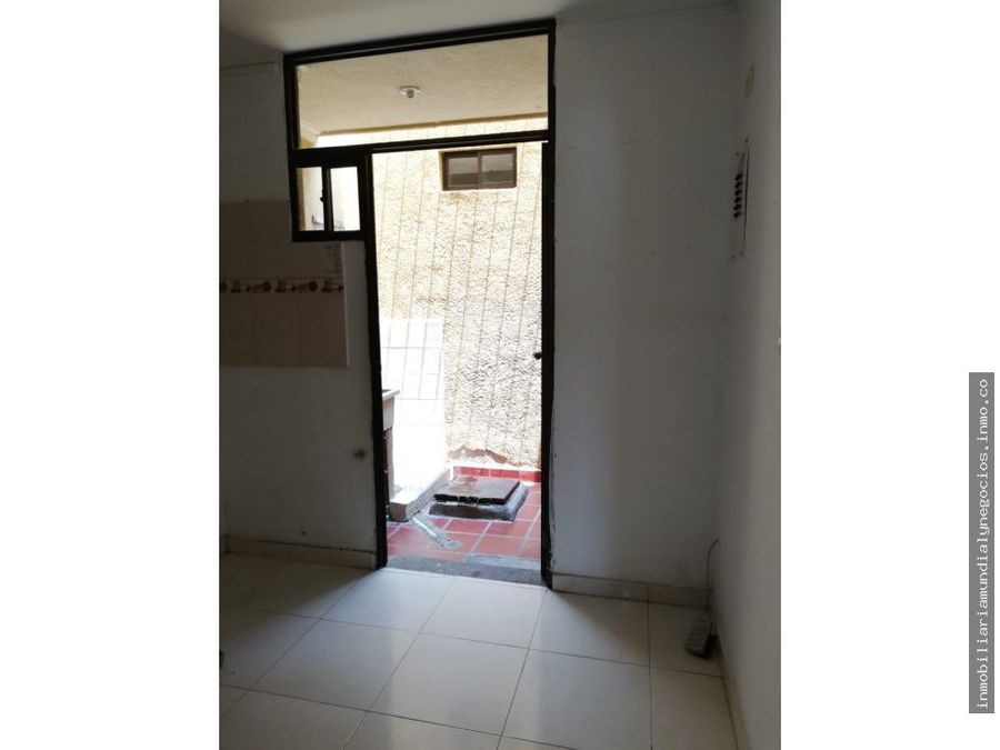vendo amplia casa dos pisos en santa marta 001