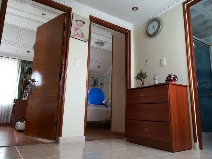 se vende casa dos pisos barrio comuneros