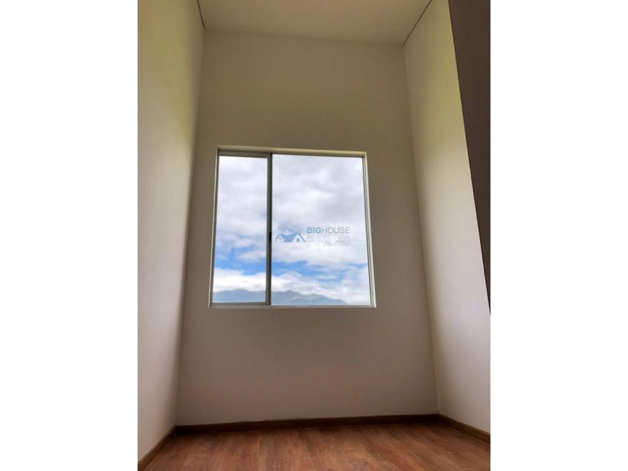 se vende hermoso apartamento alborada real 2 t8502